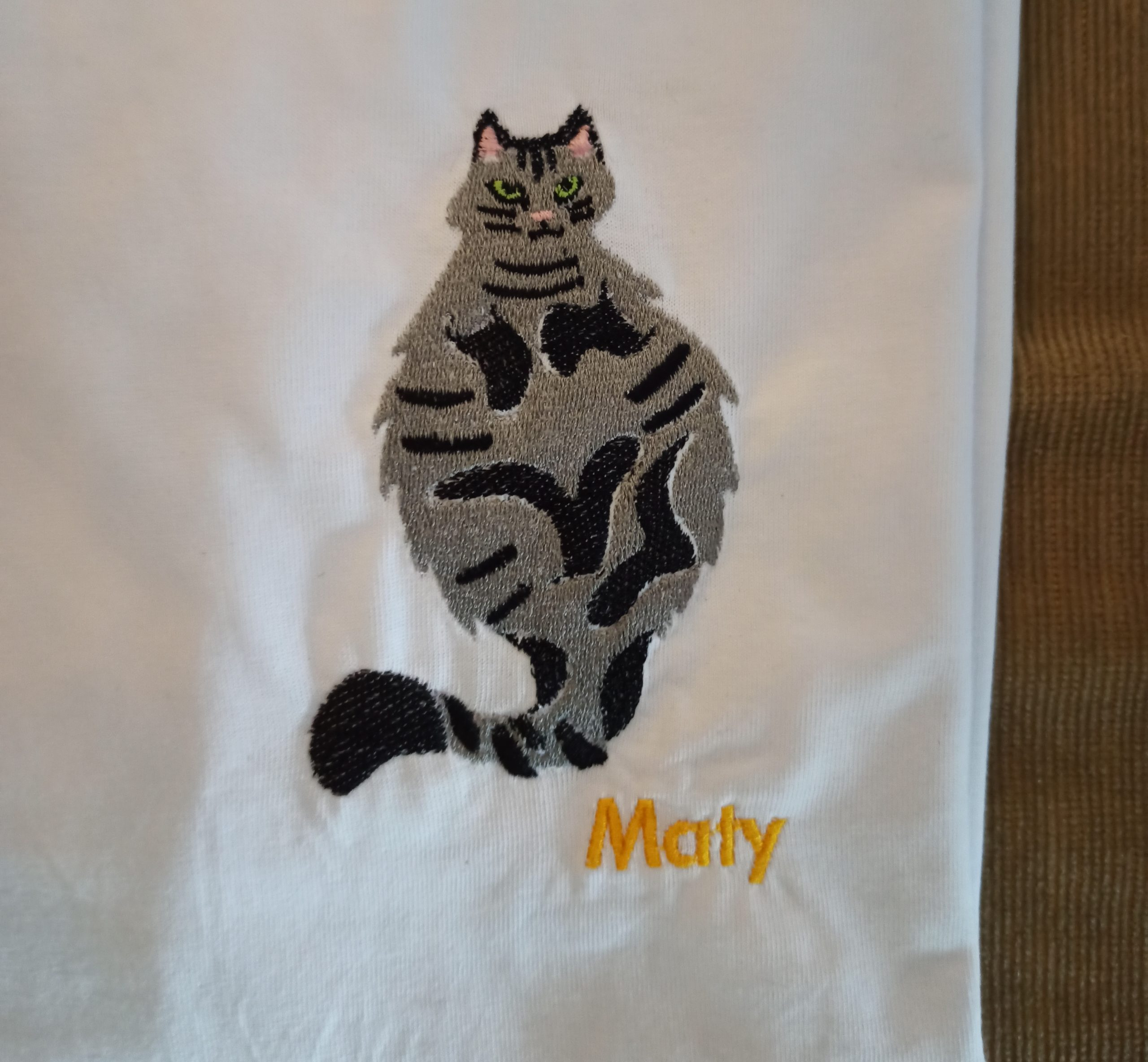 Broderie chat Maty 2